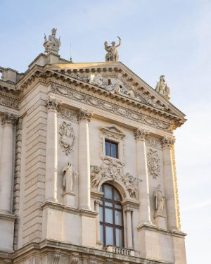 Did you follow the start of our outside tour exploring the façade of #WeltmuseumWien last week? Then...