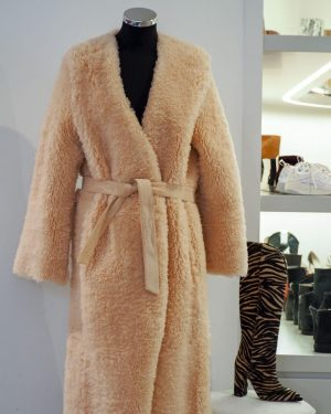 AMICIS outlet: Teddy coat obsession %%% A lot of new items are in! Be prepared for what's...