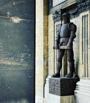 Man of steel. #theemotionalistexplores #theemotionalist #poetryofdetails #madeofchina #knight #porcelainsculpture #guardian #castiniron #visitvienna Wien ...