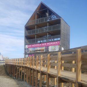 Den Ausblick auf den asperner See #barrierfrei genießen, kann man seit kurzem beim Flederhaus. Eine schöne Holzrampe...