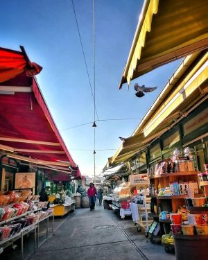 Let's start into the new week with a walk through the Naschmarkt. All the best for you!...