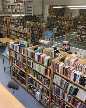 Unsere Bibliothek, die Sammlungen und die Ausstellung von Claudia Bitter sind wieder für euch geöffnet! Öffnungszeiten: Montag...