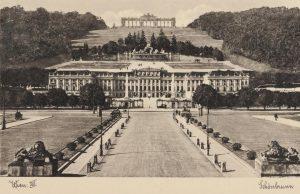 Schloss Schönbrunn Hofseite mit Haupteingang und mit Gloriette Ansichtskarte 1935 (Gebrauch). Wien Museum. Schloss Schönbrunn