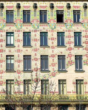 #Jugendstil at its best 🌸🌺. @ahvogel hat das #Majolikahaus von #OttoWagner und #AloisLudwig an der Linken #Wienzeile...