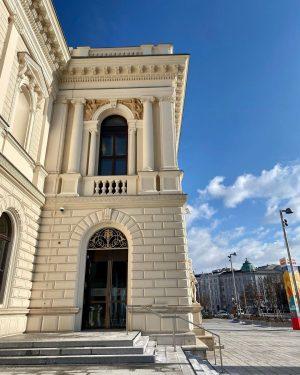 Albertina Modern...traumhaft schönes Gebäude mit den Fresken und Intarsien😍 und tolle Ausstellung! #albertinamodern#wien#austria#viennaday#fresken#intarsien#kunst#familytime#qualitytime#familylover#Ilovemyfamily Albertina Modern