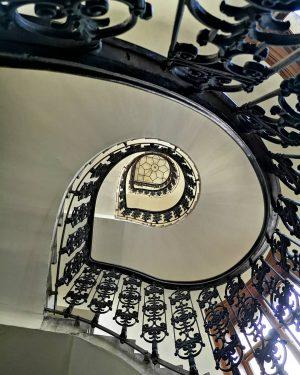 #stiegenhaus #stairways #wienerstiegenhäuser #stairstagram #wien #vienna #wienstagram #1000thingsinvienna #wonderlustvienna #viennalove #wienliebe #huaweiphotography