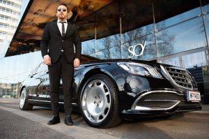 VIP pickup at it's best. Next destination @so.vienna 🚗🏨 #sovienna #hotel #vienna #limousine ...