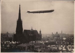 Дирижабль Цеппелин над Веной, 1929 год ———————- Luftschiff Zeppelin über Wien, 1929. #luftschiff #zeppelin #grafzeppelin #wien #1929...