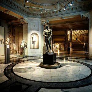 Gerade wurde das Ephesos-museum in der Wiener Hofburg wieder eröffnet. Zu sehen sind Fundstücke der von Kaiser...