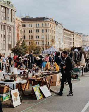 Знаменитый в Вене блошиный рынок Нашмаркт нынче без туристов. Пользуемся моментом. Глазеем. @shooinpictures последняя фотография сделана с...