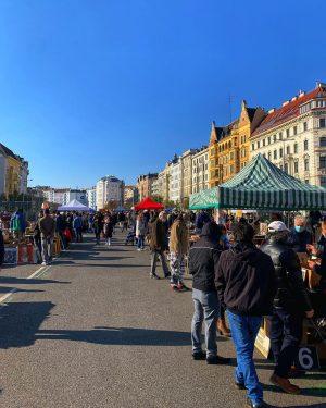 🎠 Uno de mis paseos favoritos que volvió post lockdown es el Flohmarkt (Mercado de Pulgas) del...