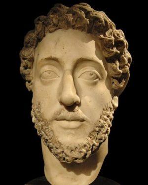 TR / EN Roma İmparatoru Commodus'u gösteren mermer portre. 34 cm yüksekliğinde. MS ...