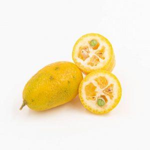 KUMQUAT Die Kumquat ist der Zwerg unter den Orangen. Sowohl die Schale, als auch das Fruchtfleisch und...