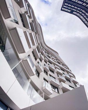 Einzigartige Architektur von Coop Himmelb(l)au. Kontaktieren Sie uns gerne für einen Besichtigungstermin! BelView ...