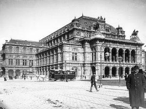 (1897/ÖNB/Maria Mayrhofer,wien.gv.at) Als Hofoperntheater wurde das Gebäude an der Ringstraße nach dem historistischen ...