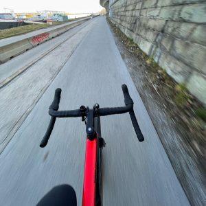 Wien Donau: Das Fotografieren während freihändiger Hochgeschwindigkeitsfahrten ist nur bei reinen Vollprofis ungefährlich. Bitte nicht nachmachen. Gute...