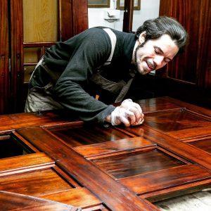 Nicht nur Klaviere haben Schellack Oberflächen. . Bis vor hundert Jahren wurde die ...
