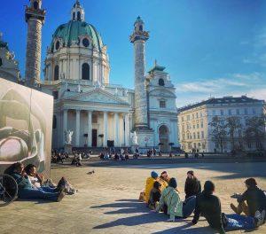 Sonnenanbeter im Teich. #karlsplatz #karlskirche #sonne #sun #chillout #wien #vienna #igersvienna #igersviennaclassics #latergram ...