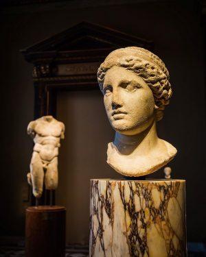 Kunsthistorisches Museum in Vienna #traveling_arte #museumofart #historical #classicart #sculpture_art #amazingart #museumvisit #vienna_austria #viennalove ...