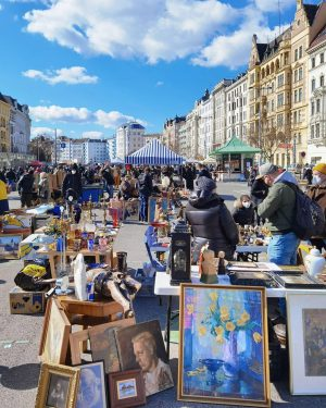 Have you ever visited the flea market at Vienna's Naschmarkt?😃 Here you will find beautiful, special old...