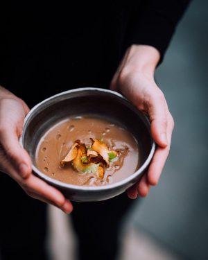 3 Wege führen heute zu dieser herrlich cremigen Topinambursuppe mit Nelkenwurz >>> 1️⃣ Restaurant (Himmelpfortgasse) 14-17 Uhr...