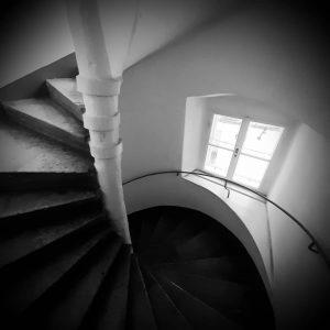 Hidden #Vienna 😀. Magic stairs at the @polnischesinstitutwien. #viennavibes #wien #keepfit #goodday👌 @goodviennatours ...