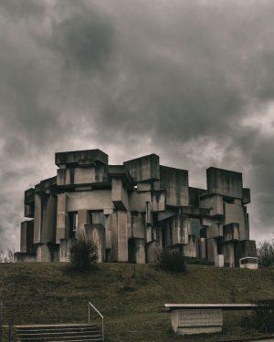 Wotruba Church . . . . . #wotrubakirche #vienna #wien #neighborhood #wotruba #brutalism #concrete #betonbrut #geometric #lookingup_architecture...