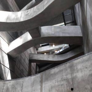 Everything is nothing untill you focus⛓ . . . #wenen#wien#trainstation#subway#vienna#summer2020#photography#sundayphotography#grey#architecture#architecturephotography#industrial#oostenrijk#austria Wenen , Oostenrijk