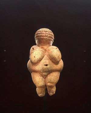 "Venus of Willendorf📍 @nhmwien, Vienna 🇦🇹 • #HappyMothersDay (UK) 💞 Often depicting nude women, these ""Venus figurines""..."