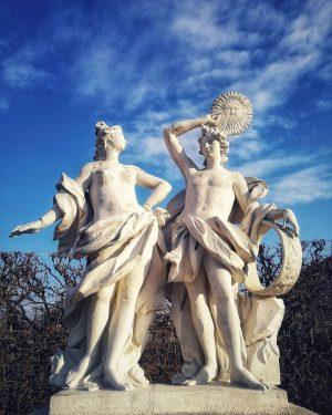 Gestern haben wir sie ein bisschen beneidet - die #Statue im #Belvedere, die ...