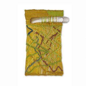🐚🌾🌿 In einer Reihe von miniaturhaften Webstücken hat Sheila Hicks Elemente wie Muscheln oder Zweige oder auch...