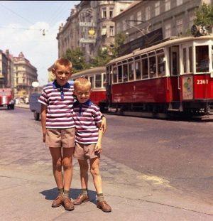 Genau fünzig Jahre liegen zwischen diesen beiden Aufnahmen und sie sind eng verknüpft mit der Geschichte von...