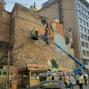 Street art on a big scale in our Grätzl. . . . #wien #vienna #wiendubistsoschön #wienliebe #viennalove...
