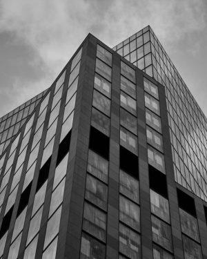 Eins vor dem anderen #architecture #blackandwhite #vienna #austria