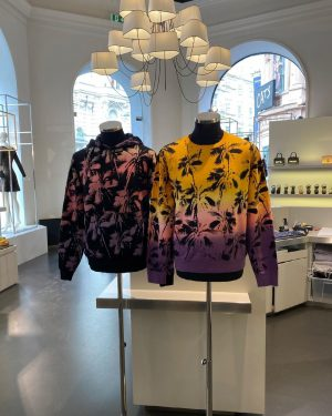 AMICIS outlet: Forever mood %%% Sweater for men #amicisoutlet #deaigneroutletvienna #viennashopping #menswear #mensfashion #luxurybrands Innere Stadt