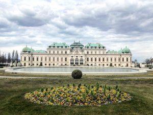 Vienna • Belvedere (März 2021) _________ #vienna #wien #belvedere #belvederepalace #springiscoming #garden #springflowers ...