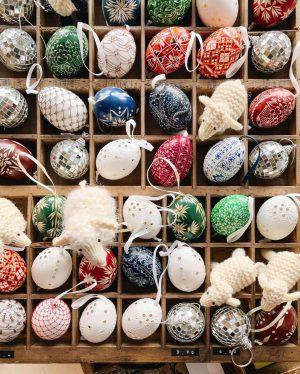 """🎨 """"Seit wann und warum Eier zu Ostern gefärbt werden, ist nicht eindeutig nachvollziehbar. Im Mittelalter wurden..."""