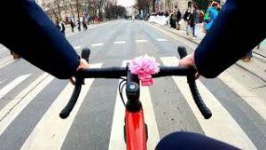 Menschenkette am Ring in Wien [4k] Klimastreik und Fridays for Future Vienna Gravel ...