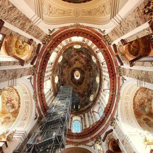 Lift to Heaven * * * #karlskirche #wien #vienna #visitaustria #oesterreich #minibreak #withaddedprotests #secretplaces #vertigo Karlskirche