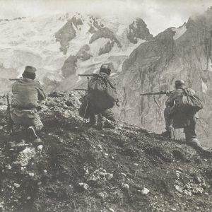 📸 Photoreporter.e 📹 Alice Schalek, Shooter in Pordoi, Dolomites, Italy, 1915. (C) Österreichische ...