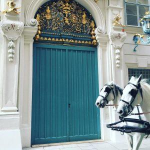 #wien #1010 #touritour #tourist #fiaker #pferd #palais #innenstadt #ostern #architecture Bankgasse 1010 Wien