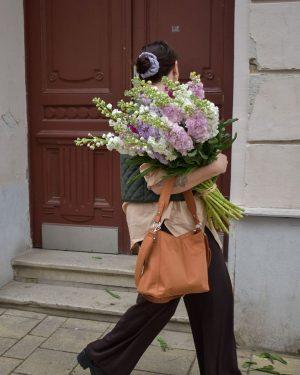 that's amore 🌸 #freshflowers #flowerpower #blumenliebe #blumen #vienna #outfitinspiration #slowliving #simplicity #lifestyle #retrostyle ...