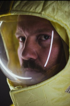 Auch SIMON BAUER steckt seit über einem Jahr auf einer havarierten Raumstation irgendwo im All fest... www.schauspielhaus.at/projekt_lostinspaceandtime...