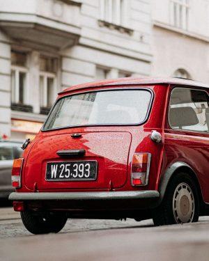 oldtimer 〰 〰 〰 #wien #vienna #wienerblicke #wienliebe #viennagram #1000thingsinvienna #streetsofvienna #wienistanders #wiennurduallein #streetgrammers #streetsineurope #streetclassics #streets_unseen...