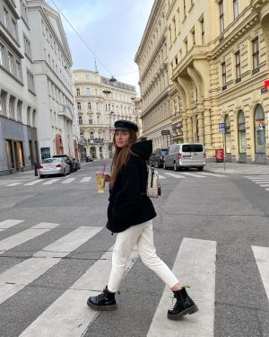 Its a nice day, to have a nice day#bubbletea #vienna #wien #outfitoftheday #outfitinspiration ...