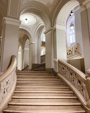 • P A L A I S • #stiegenhaus #wienerstiegen #vienna_city #viennalove #lovevienna ...