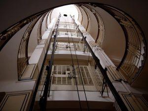 🧚♂️✨ . #elevator #historicelevator . . #vienna #vienna_city #oldvienna #architecture #architecturelovers #igersvienna #facade ...
