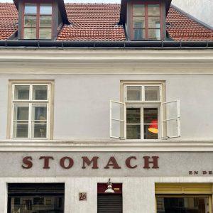 ❔HOW LONG CAN WE STOMACH THIS RONA❔#letterlove #vienneselifestyle #stomach #viennaarchitecture #unterwegsinwien #viennawalks #meinwien #wienistanders #wienstagram Alsergrund