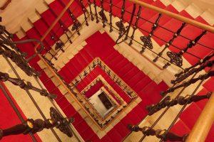 Zum Erfolg gibt es keinen Lift. Man muss die Treppe benutzen. - Emil ...