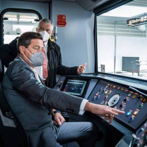Erste Testfahrt mit der Öffi-Zukunft: Der X-Wagen der @wienerlinien ist eine Erfolgsgeschichte für ...